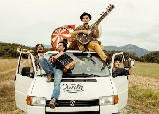 El Pont Blau e.V. feiert Weihnachten mit Musik von Xiula und der Überraschung des Tió!